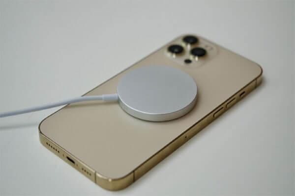 گوشی جدید اپل بدون شارژر خواهد بود